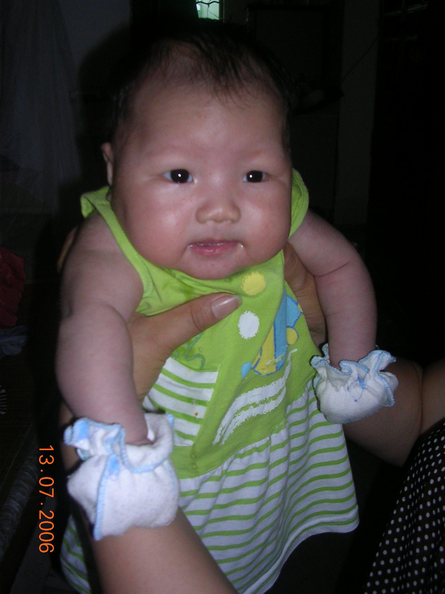 上一张  下一张  查看原图 相片描述:好吃力 所属相册:可爱宝宝香香